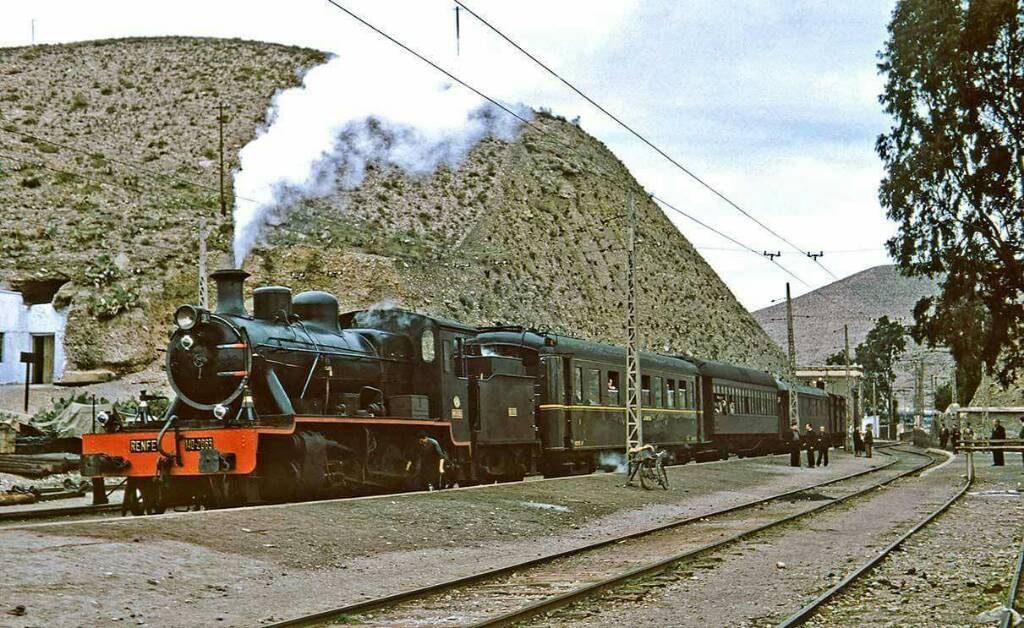 Sin-fecha-Tren-locomotora-140-2063-estacion-Santa-Fe-Foto-Peter-Willen-ForoTrenes