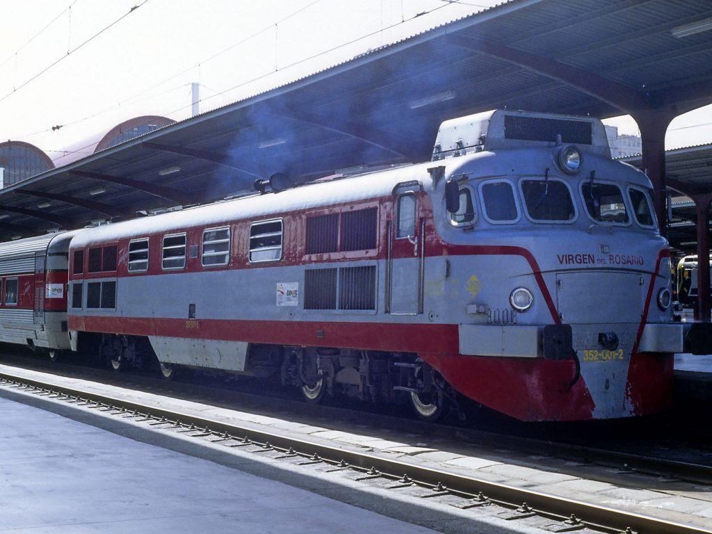 19921000Locomotora352001TalgoIIIVirgenRosarioBf_Madrid_Chamartin-FotoFalk2-1640px
